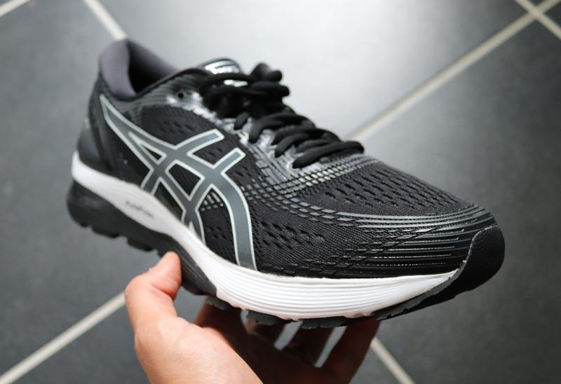 Asics bietet eine hohe Stabilität für breite Füße