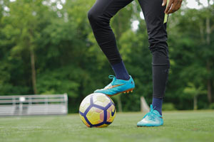 Die besten Fußballschuhe für breite Füße im Test