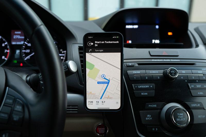 Navigation für Auto mit Handy oder Navigationsgerät